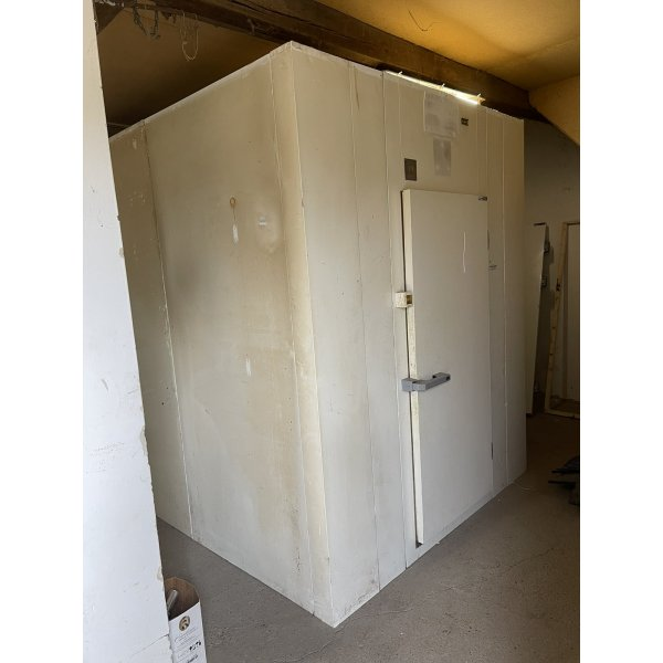 Cooling chamber  21,7 m3  Walk-in freezer / chiller