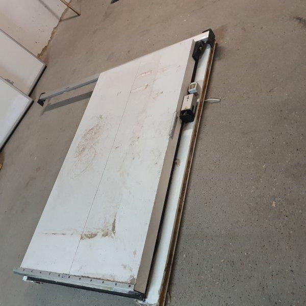 Sliding chamber door Walk-in freezer / chiller