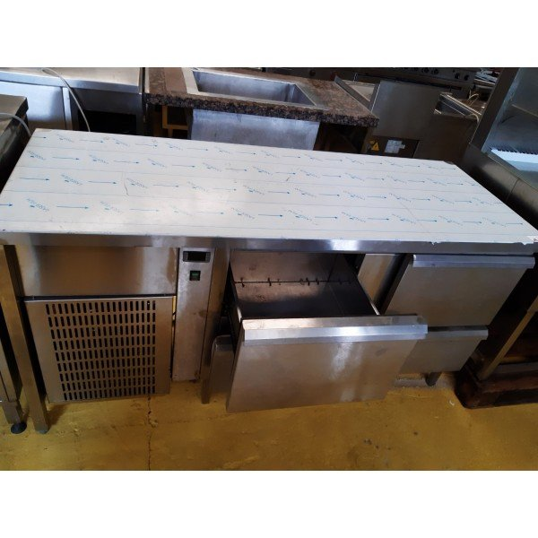 Refrigerated workbench with 4 drawers Refrigerated bench / table