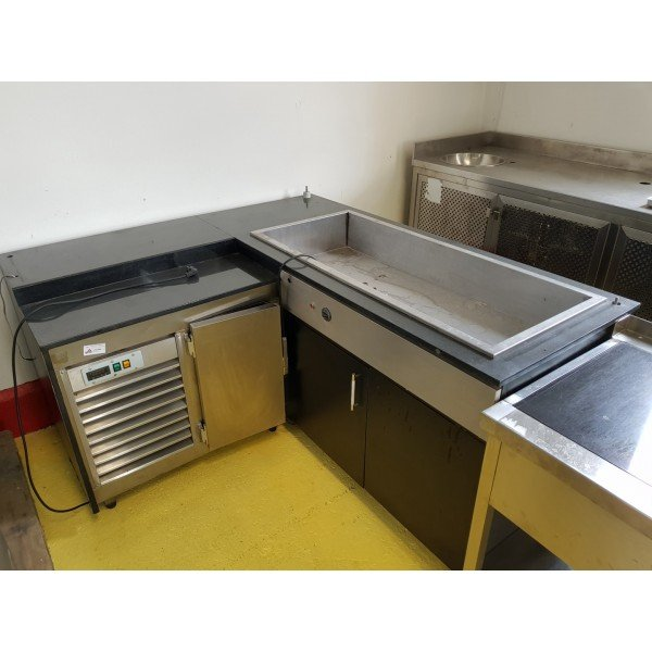 Corner 4xGN1 / 1 cooler with cooled work table Refrigerated bench / table