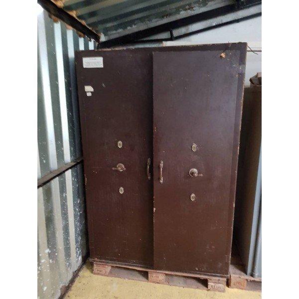 Old antique brown safe type (A263)  Armor / Platte cabinet