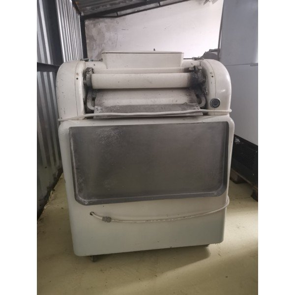 Croissant twister  Bakery machinery / equipment